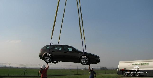 Přeprava automobilu v podvěsu