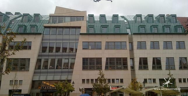 Výměna chladicí věže na Paláci Myslbek v ulici Na Příkopě