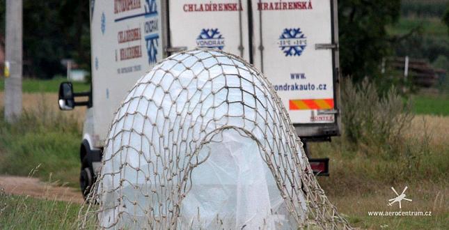 Doprava ledové koule na SázavaFest-Benešov