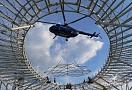 .. během montáže jsme na břichu vrtulníku propagovali firmu INVIT která byla autorem konstrukčního řešení ...