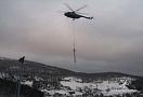 .. Mi-8 s podvěsem stožáru lanovky nad Mikulovem ...