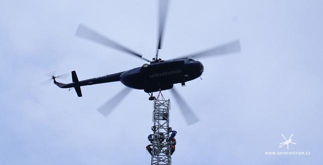 Montáž stožáru VVN vrtulnikem, Německo Jena