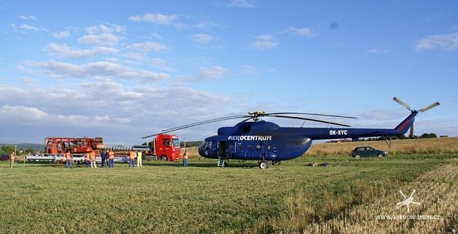 Montáž stožáru GSM-R vrtulníkem Mi-8