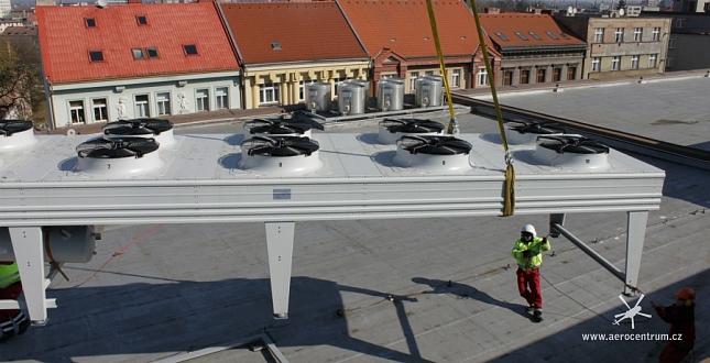 Vynesení klimatizace na střechu OC Tesco v Hradci Králové