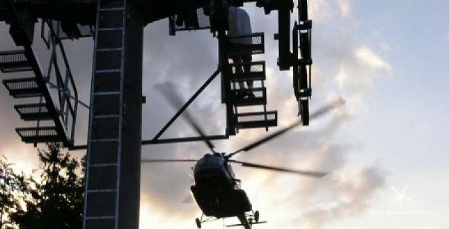 Stavba lanovky na Špičáku - Tanvald vrtulníkem Mi-8