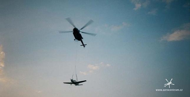 Transport letadla Piper vrtulníkem Mi-8
