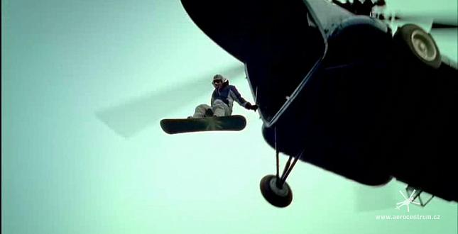 Scéna z filmu Snowboarďáci