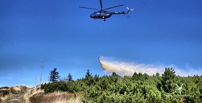 vápnění lesů vrtulníkem